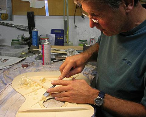 Dietmar Krueger in seiner Werkstatt