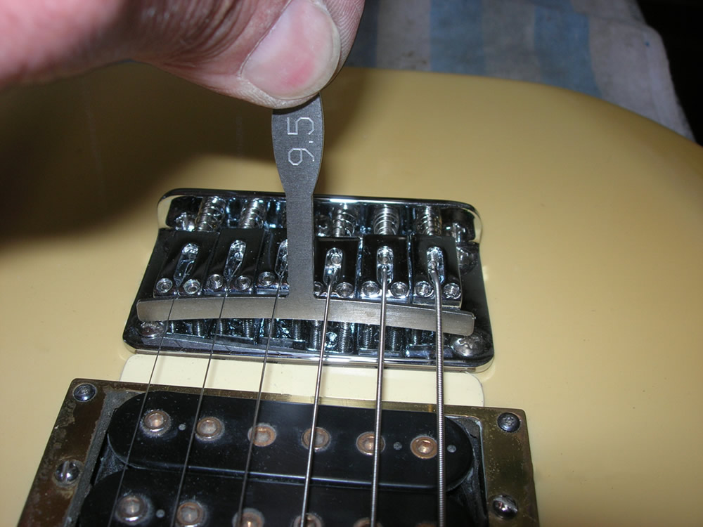 Bernd Dahringer bridge height adjustment and intonation check