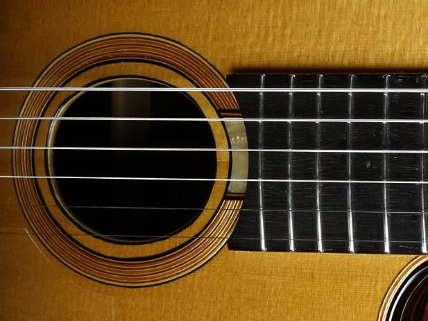 Django akustisches Modell Schallloch