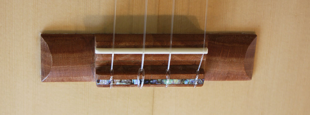 UK-lele model string bridge